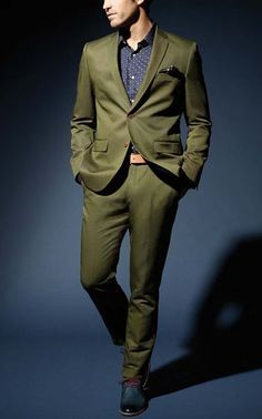 Wedding Suits The Green Suit – The Most Flexible Suit Color Green Suit Men, Olive Green Suit, Sharp Dressed Man, Well Dressed, Suit Fabric, Suit And Tie, Sports Jacket, Gentleman Style, Wedding Suits