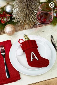 Any Christmas meal can leave you stuffed, but starting with a stocking stuffer? Now that's a cool idea. And a fun twist on holiday table decor. by cornelia