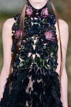 Alexander McQueen at Paris Fashion Week Fall 2014 - Details Runway Photos