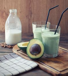 The best low-sugar ingredient smoothie options + 5 easy recipes!