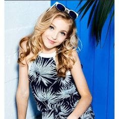 Hey I'm Brynn! I'm 13 and single. I love to dance! I am boy crazy so come at me boys! My bestie is Kenzie! Talk to me!