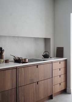 The new Ask og Eng Oslo studio is opening tomorrow and after months of renovations, designing, making beautiful furniture and kitchens for… Kitchen Doors, Old Kitchen, Green Kitchen, Kitchen Cabinets, Island Kitchen, Kitchen Tile, Kitchen Interior, Interior Design Living Room, Apartment Kitchen