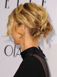 Did Jenna Elfman Kill It With This Edgy Hair and Makeup?