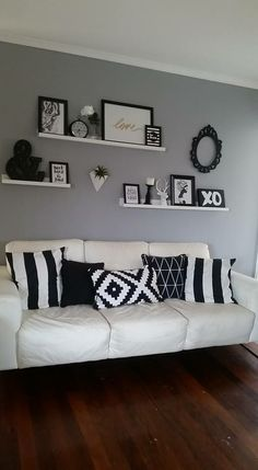 Living Room Shelves, Home Living Room, Apartment Living, Wall Shelf Decor, Room Wall Decor, Bedroom Decor, Living Room Decor Colors, Living Room Designs, Family Room Walls
