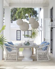 Amazing Creative Patio Furniture - Great New Ideas for your Outdoor Furniture - Patio and garden furniture fashions have advanced using technological innovation for home furnishings. To find demand in patio and garden furniture has Used Outdoor Furniture, Outdoor Dining Chairs, Outdoor Rooms, Outdoor Living, Outdoor Decor, Dining Table, Patio Furniture Cushions, Wicker Chairs, Patio Rugs