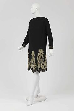 "Designer:      (attributed) Gabrielle ""Coco"" Chanel (French, Saumur 1883–1971 Paris)  Date:      1926  Culture:      French  Medium:      Silk"