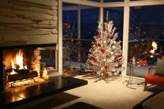 The Short Life—and Awesome Resurgence—of the Aluminum Christmas Tree | mental floss