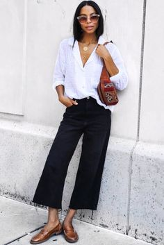 Outfit Jeans, Cropped Jeans Outfit, Cropped Wide Leg Jeans, Denim Cullotes Outfit, Wide Leg Black Pants, White Blouse Outfit, Wide Legs, Plaid Pants, Blue Pants