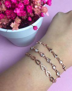 Nenhuma descrição de foto disponível. Heart Charm, Charmed, Instagram, Bracelets, Life, Jewelry, Gold Charm Bracelets, Ladies Accessories, Diy Kid Jewelry