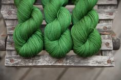 Fernan 4 ply Hand dyed Superwash Merino por lakesyarnandfiber