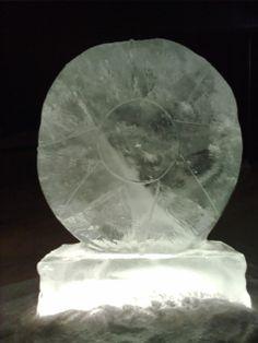 Isskulptur i hagen, snø, is, skulptur.