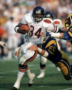 The 100 Greatest Pro Running Backs of All-Time: Nos. Walter Payton Super Bowl Champion 1977 NFL MVP 1977 Offensive Player of the Year … Nfl Bears, Bears Football, Nfl Chicago Bears, Sport Football, Football Players, Football Rules, Football Stuff, Football Cards, Football Shirts