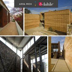 Mauricio Rocha es un arquitecto mexicano cuya obra se caracteriza por combinar la alta tecnología con elementos propios de la región donde se construye, enfocándose en crear una arquitectura sensible con el medio ambiente.