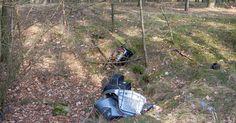 """Wszędzie syf - Mijam czerwoną tabliczkę """"Obszar Natura 2000"""". Po drodze dosyć często natrafiam na skupiska różnych śmieci powrzucane w zagłębienia terenu."""