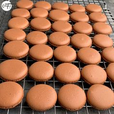 Macarons : la recette des coques Macarons, Blog Patisserie, Number Cakes, Macaron Recipe, Biscuit Cookies, Cookie Desserts, Biscuits, Fondant, Cooking Recipes