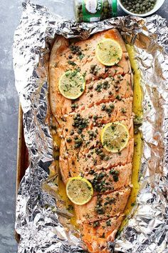 Flourless Salmon Piccata in Foil – A healthy and incredibly delicious dinner with flourless piccata sauce poured over salmon and cooked in foil. Healthy Salmon Recipes, Fish Recipes, Seafood Recipes, New Recipes, Cooking Recipes, Drink Recipes, Dinner Recipes, Favorite Recipes, Fish Dishes