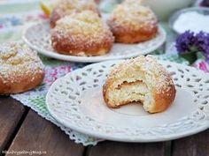 Moravské koláčky Doughnut, Hamburger, French Toast, Muffin, Bread, Baking, Breakfast, Sweet, Recipes
