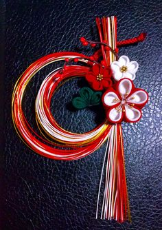 don't want to use this much cord, but I like how the flowers cover where it's held together. Decor Crafts, Diy And Crafts, Paper Crafts, Arts And Crafts, Chinese New Year Decorations, New Years Decorations, Japanese New Year, Japanese Art, Kanzashi Flowers