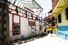 Una casa Comunal realizada por C.A.P.A, un colectivo de arquitectura argentino. El proyecto, perteneciente al programa Espacios de Paz ubicado en Villa del Pino Venezuela, articula profesionales de diferentes países y gestión pública. Leer la nota completa