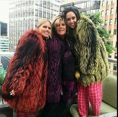 Colorful Fur Coat, Stunning Brunette, Fox Fur Jacket, Fur Accessories, Sheepskin Coat, Parka Coat, Swag Outfits, Fur Fashion, Coats For Women