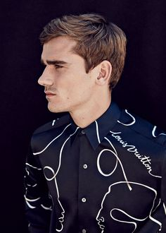 The Antoine Griezmann Haircut: Achieving Antoine's Best Looks - Men's Hairstyles Antoine Griezmann, Football Relationship Goals, Football 2018, Brazil Football Team, Neymar Football, Women's Cycling, Good Soccer Players, Football Players, Soccer