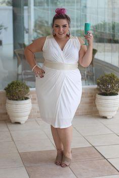 Meu look plus size de Ano Novo: vestido VK, cabelón no coque e make esfumada