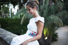 Hoy compartimos en nuestro blog la boda de nuestra novia más viral de 2015, Alejandra. Ella lució uno de nuestros vestidos con bordados exclusivos de flores en mil colores, que poco después vimos a…