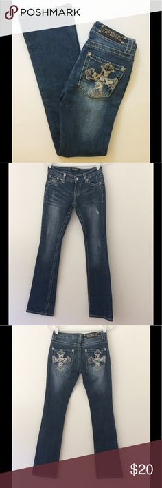 """Premiere by rue 21 Jeans-Size 1/2 R-Waist 28"""" Lovely embroidered boot cut jeans for the petite lady! Embellished & distressed with thick stitching. Waist: 28"""" Outseam: 39"""" Inseam: 32"""" Front Rise: 6 3/4"""" Back Rise: 11 1/2"""" Leg Opening: 13"""" Measurements are approximate. Smoke Free/Dog Friendly Home🌸 Premiere by rue 21 Jeans Boot Cut"""
