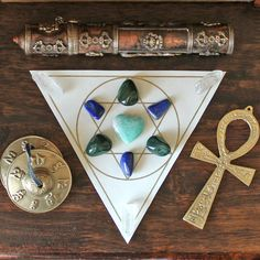 Contains Crystal Grids for healing, psychic protection and success