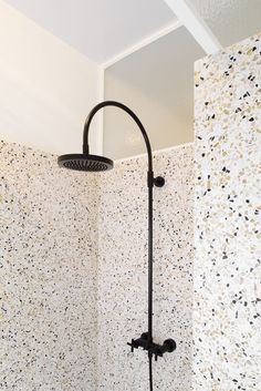Terrazzo shower and walls covered with a different type of terrazzo. Terrazzo inspiration for home interiors and redecoration ideas. Bathroom Inspiration, Interior Inspiration, Bathroom Ideas, Houzz Bathroom, Interior Architecture, Interior And Exterior, Modern Interior, Terrazzo Flooring, White Flooring
