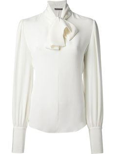 Alexander McQueen Pussy Bow B louse in Donne Concept White Silk Blouse, Bow Blouse, Collar Blouse, Silk Top, Long Sleeve Tops, Long Sleeve Shirts, Banded Collar Shirts, Blouse Designs, Alexander Mcqueen