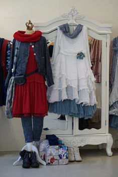Beautiful Clothes, Beautiful Outfits, Shabby, Linens And Lace, Complete Outfits, Layered Look, Clothing Ideas, Sewing Ideas, Primitive
