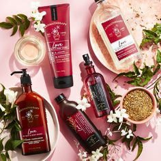 NEW Aromatherapy Love: A blend of Jasmine & Sandalwood Jasmine Absolute inspires feelings of bliss. Bath N Body Works, Bath And Body Works Perfume, Body Shop At Home, The Body Shop, Victoria Secret Fragrances, Essential Oils For Skin, Aromatherapy, Body Care, Blonde Beauty