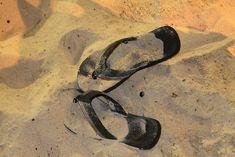 10 Reasons Why You Should Never Wear Flip-Flops   VITAFUNNY