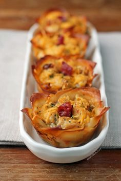 These Chicken Bacon Ranch Wonton Cupcakes taste indulgent but they're light! Only 152 calories or 4 WW SmartPoints each on myWW Green, Blue or Purple. Wonton Recipes, Ww Recipes, Appetizer Recipes, Cooking Recipes, Wonton Appetizers, Italian Appetizers, Wanton Wrapper Recipes, Crockpot Recipes, Recipies