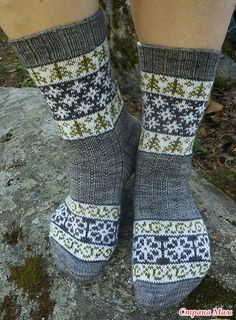 Очень симпатичные носочки с несложным жаккардом от финского дизайнера Tiina Kuu.  Носочки в свободном доступе на Равелри http://www.ravelry.com/