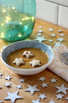 sweet potato chili and coconut soup vegan soup recipe Coconut Soup Recipes, Star Cookie Cutter, Sweet Potato Chili, Star Cookies, Eco Green, Vegan Soup, Potatoes, Tasty