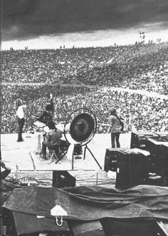 http://custard-pie.com Led Zeppelin in concert B W, huge crowd! http://www.justleds.co.za