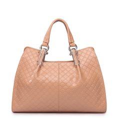 Die Handtasche Ester besticht durch seine elegante und bis ins detail prezise gefertigte Schnitt und Muster. Diese Tasche ist etwas spezielles und durch die modernen Farben ein zeitloser Begleiter für viele Jahre und wer weiss vielleicht ein Leben lang.
