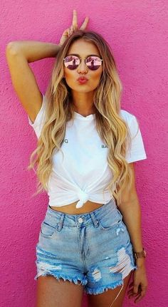 56 Trending Short Outfits Ideas For This Fall Outfit Ou ., 56 trending short outfits ideas for this fall outfit ou . Best Photo Poses, Girl Photo Poses, Girl Poses, Portrait Photography Poses, Fashion Photography Poses, Teenage Girl Photography, Mode Swag, Shotting Photo, Trendy Summer Outfits