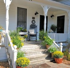 LaurieAnnas Vintage Home: Farmhouse Friday ~ Farmhouse Porch – farmhouse front door with screen Farmhouse Front, Vintage Farmhouse, Country Farmhouse, Farmhouse Decor, Front Porch Steps, Front Porches, Deck Steps, Side Porch, Victorian Porch