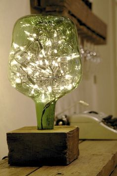 23 Ingenious ideas for transforming old glass bottles into extravagant lamps - DIY und Selbermachen - Welcome Crafts Old Glass Bottles, Bottles And Jars, Patron Bottles, Liquor Bottles, Wine Bottle Crafts, Bottle Art, Diy Luz, Creation Deco, Bottle Lights