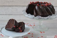 Valentínska čokoládová bábovka s granátovými jablkami