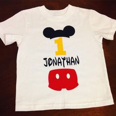 Mickey Mouse inspired T shirt di AnaKarensCreations su Etsy