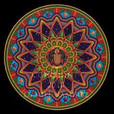 Jung descobriu que as mandalas expressavam conteúdos interiores do ser humano. No seu estudo das manifestações do inconsciente, seus pacientes produziam de forma espontânea desenhos de mandalas, sem saber o que ela é ou o que estavam fazendo. Ele dizia que isso tende a acontecer com pessoas que progridem no seu processo de autoconhecimento e individuação. http://www.marcelodalla.com/2012/02/jung-e-as-mandalas.html