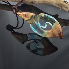 Ein persönlicher Favorit aus meinem Etsy-Shop https://www.etsy.com/de/listing/577254159/resin-wood-necklaceblue-swirlsharz-holz