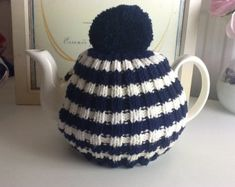 Knitted Easter tea cosy to fit a standard by CraftyCornishMaids                                                                                                                                                                                 もっと見る