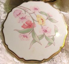 Vintage Powder Compact Stratton Compact  Mirror Floral Motif Signed Compact