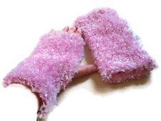 Wristies or Fingerless Mittens in Pastel Pink. £8.50