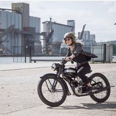 """""""Another great shot of cool gal Zoe with super slick/sick Terrot bike. Photo cred @dje_poutrain @zoesecretplans @hedonworkshop #hedon #hedonist…"""""""